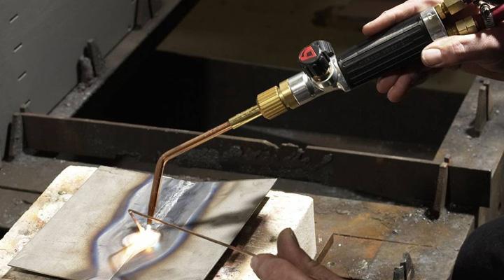 Разделительная резка металлов с помощью пропана и кислорода